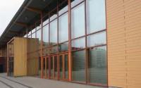 Sisteme de folii pentru fatade Sistemele de folii MULTIFILM pentru fatade au fost concepute special pentru protejarea suprafetelor vitrate de dimensiuni mari.