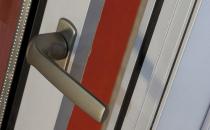 Manere pentru usi si ferestre  Manerele Metra au o forma geometrica pura, esentiala si dinamica in acelasi timp si sunt concepute pentru a fi versatile si adaptabile perfect oricarei solutii de design.