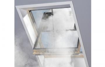 Ferestre de evacuare fum Grupul VELUX produce fereastra de mansarda pentru evacuare fum.Fereastra se opereaza numai cu sistemul de control KFX 210 si se deschide la 90° in momentul in care senzorul detecteaza fumul.