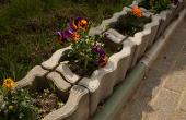 Jardiniere din beton Prin formele interesante si placute, jardinierele oferite de Elis Pavaje se potrivesc decorarii curtilor, strazilor, parcurilor sau parcarilor.