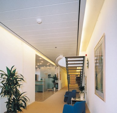 Exemple de utilizare Plafoane lamelare pentru coridoare RIGIPS - Poza 2