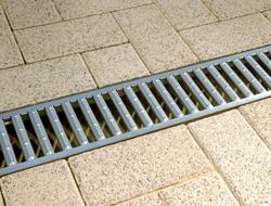"""Rigole pentru casa si gradina Sistemul ACO Self® Euroline este un sistem de drenaj cu sectiune in """"V"""" creat din beton cu polimeri, cu gratare din otel zincat, fonta sau otel inox."""