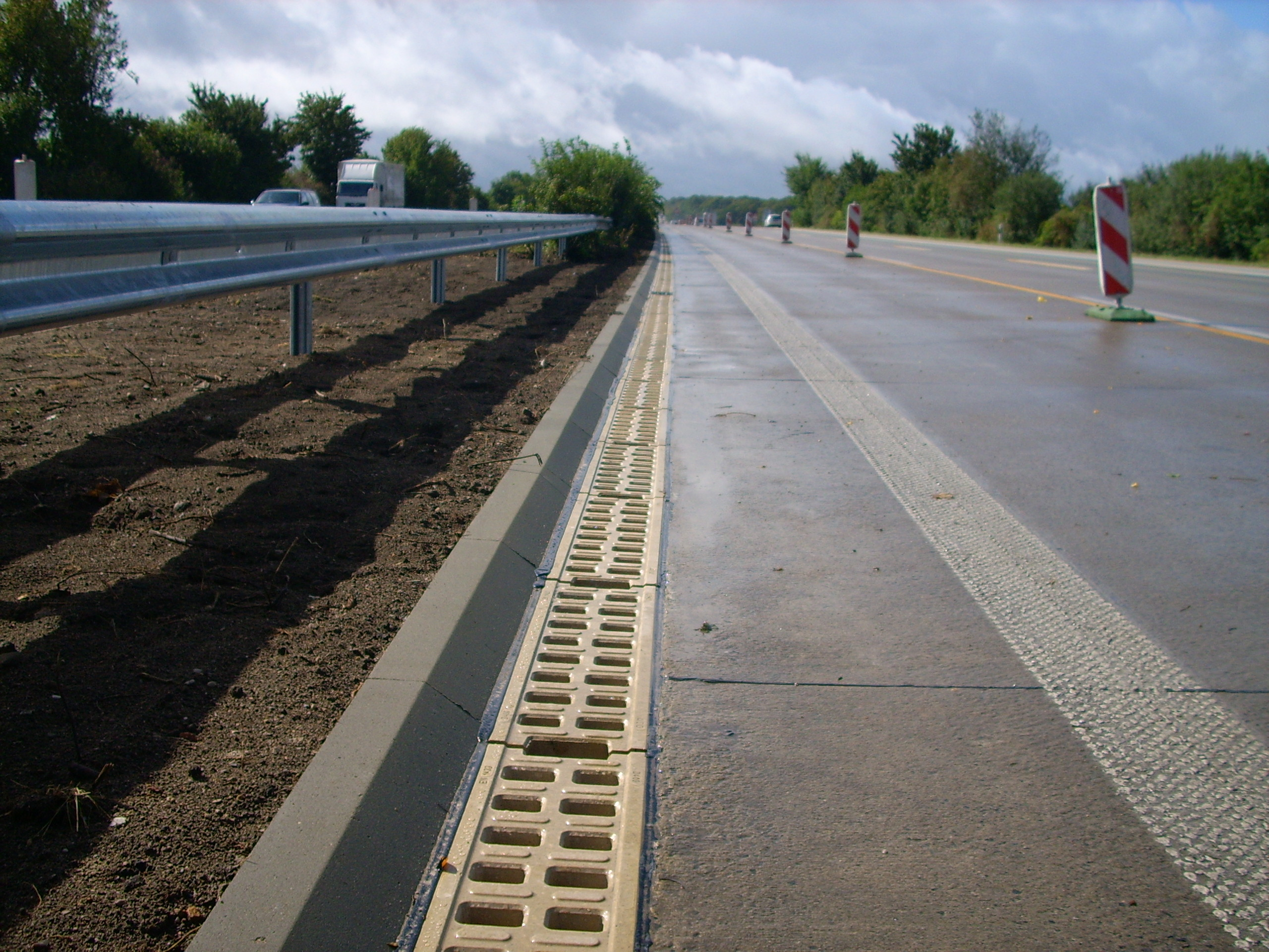 Rigole monobloc din beton cu polimeri ACO - Poza 3