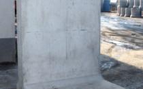 Prefabricate pentru protectie maluri GRANITUL SA executa prefabricate protectie maluri tip LZ cu urmatoarele specificatii: element Tip LZ 180 - H= 1,80, L= 1,5 m; - element Tip LZ 220 - H= 2,20, L= 1,5 m; element de sprijin maluri cu rigola - H= 2,0 m, L=1,0m. Elementele de sprijin sunt executate din beton clasa C16/20 armat. Deasemenea se pot executa diferite inaltimi sau lungimi pentru aceste produse la cerere clientului.