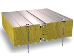 Panouri prefabricate pentru fatade Panou termoizolant SPB W - panou cu miez de vata minerala, fixare standard si rezistenta la foc, pentru peretii exteriori.Panou termoizolant SP2D W - panou cu miez de vata minerala, prindere ascunsa si rezistenta la foc, pentru peretii exteriori.Panou termiozolant SP2B PIR - panou cu miez din spuma poli-izocianurata rigida (PIR) cu fixare standard si rezistenta la foc pentru peretii externi.Panou termoizolant SP2B PU - panou cu miez de poliuretan (PUR) cu fixare standard economica pentru peretii exteriori.