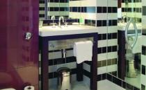 Accesorii baie - seturi complete  VitrA produce cca 2,5 milioane de accesorii pe an. Pentru completarea functionala si estetica a baii aceiasi designeri au creat accesorii sanitare, sisteme de dus, oglinzi, etc. in armonie cu bateriile colectiei.