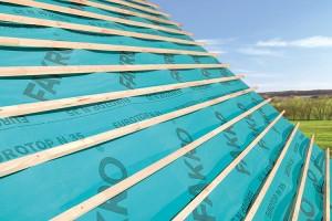 Folii pentru acoperis Folosirea foliei bariera de vapori in combinatie cu termoizolatia si folia permeabila la vapori este solutia profesionista FAKRO care asigura un climat sanatos in mansarda.