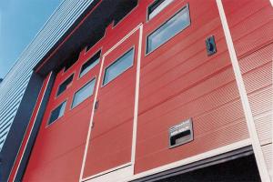 Usi industriale sectionale Crawford Usile industriale sectionale CRAWFORD ASSA ABLOY sunt proiectate pentru aplicatii diverse cum ar fi depozitele, centrele de logistica si unitatile de productie.