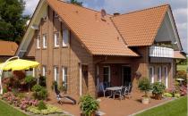 Caramida aparenta Caramida aparenta Klinker Feldhaus este furnizata intr-o gama foarte variata de culori si porozitate. Aceasta se poate combina ideal cu alte materiale de constructii precum lemn, metal si sticla.