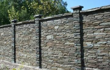 Garduri din piatra decorativa Garduri din placi de piatra decorativa sau caramida aparenta de la Stone Deco Style.