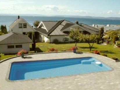 Case si piscina vazuta din lateral MARINA Piscina rezidentiala din fibra de sticla