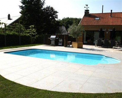 Casa cu piscina Golf in curte GOLF Piscina rezidentiala din fibra de sticla