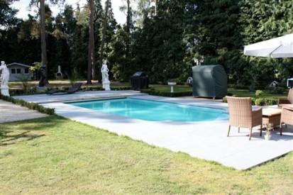 Curte cu statui si piscina Golf GOLF Piscina rezidentiala din fibra de sticla