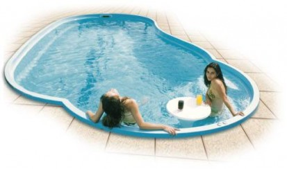 Exemplificarea utilizarii piscinei Laguna LAGUNA Piscina rezidentiala din fibra de sticla