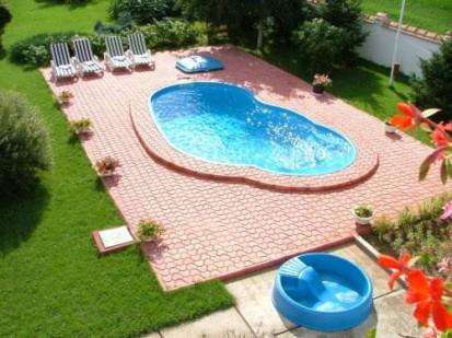 Casa cu piscina Laguna in curte LAGUNA Piscina rezidentiala din fibra de sticla