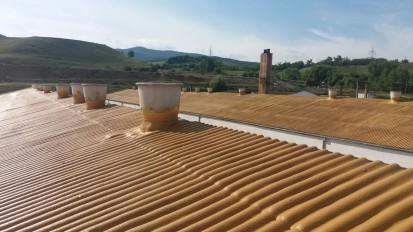 Termoizolatii cu spuma poliuretanica - detaliu acoperis hala Termoizolatii cu spuma poliuretanica