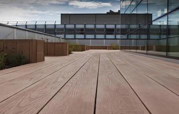 Deck-uri din lemn compozit WPC  Decking-ul din lemn compozit WPC oferit de Vindem Ieftin este realizat dintr-un material rezistent la atacul insectelor, contactul cu apa, rezistent