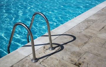 Borduri si pavaj pentru piscina Amenajarea piscinei dvs. va arata cu siguranta uimitoare, daca veti utiliza dalele noastre de pavaj.