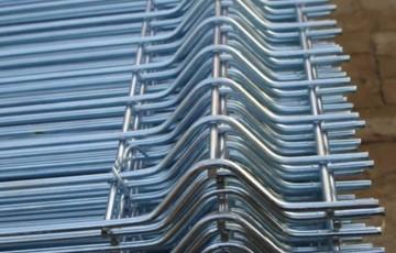 Panouri bordurate zincate Gardurile metalice sunt optime pentru imprejmuirea suprafetelor dorite. Sunt fabricate din otel de cea mai buna calitate pentru o rezistenta in timp foarte buna.