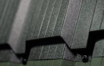 Tigla metalica Tigla metalica KUBIK este solutia perfecta a imbinarii utilitatii unui acoperis cu esteticul - caracteristici dezirabile pentru caminul dumneavostra.