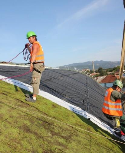 Centrul de Agrement Trotus cu acoperis verde ultrausor 3 Acoperis verde extensiv ultrausor Centrul de Agrement