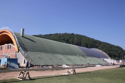 Centrul de Agrement Trotus cu acoperis verde ultrausor 7 Acoperis verde extensiv ultrausor Centrul de Agrement