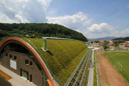 Centrul de Agrement Trotus cu acoperis verde ultrausor 18 Acoperis verde extensiv ultrausor Centrul de Agrement