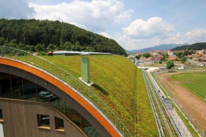 Centrul de Agrement Trotus cu acoperis verde ultrausor 19 Acoperis verde extensiv ultrausor Centrul de Agrement
