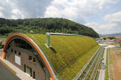Centrul de Agrement Trotus cu acoperis verde ultrausor 20 Acoperis verde extensiv ultrausor Centrul de Agrement