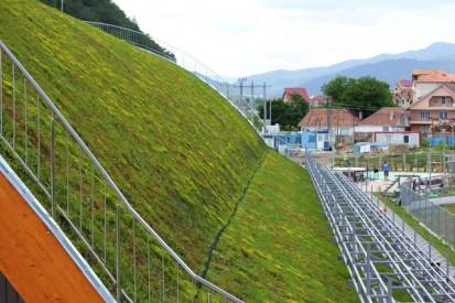 Centrul de Agrement Trotus cu acoperis verde ultrausor 23 Acoperis verde extensiv ultrausor Centrul de Agrement
