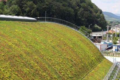 Centrul de Agrement Trotus cu acoperis verde ultrausor 22 Acoperis verde extensiv ultrausor Centrul de Agrement