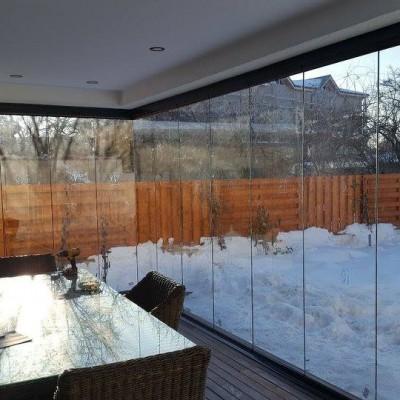 Panoramika Inchiderea unei terase cu sistem glisant sticla -iarna - Sisteme glisante sticla pentru inchideri terase