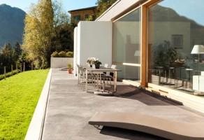 Uși PVC pentru balcoane și terase Oferta TeraGlass cuprinde o gama variata de forme constructive, realizabile din profile PVC, cu geam termoizolant sau combinatii de panou si geam.