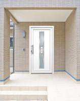 Usi rezidentiale si comerciale pentru interior Usile de interior Teraglass sunt confectionate din profile PVC, in toata gama de culori RAL-EU, sau infoliate in nuante de stejar, nuc si mahon.