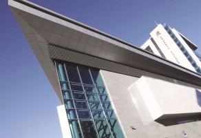 Sisteme de pereti cortina cu barieră termică Sistem de umbrire TeraGlass cu lamele cu forme eliptice pentru controlul umbriri și iluminatului natural la clădirilor.