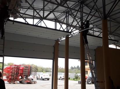 Montare usa de garaj Usi de garaj industriale