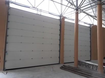 Usa de garaj - interior Usi de garaj industriale