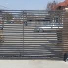Poarta culisanta confectionata din teava rectangulara  - Porti de acces metalice