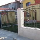 Poarta dubla batanta si panouri de gard confectionate din fier forjat - Porti de acces metalice