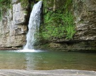 Executie fantani arteziene caderi de apa cascade artificiale Magenta Decor realizează decoruri inedite care vin sa