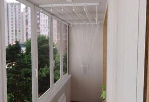 Uscatoare de rufe cu scripeti si fixare in tavan sau perete Uscatoarele  de rufe DRA-BO sunt simplu de instalat, usor de folosit, nu ocupa spatiu de depozitare; sunt ideale pentru balcoane inchise in termopan, bai etc