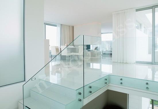 Sisteme  pentru balustrade din sticla Moldoglass