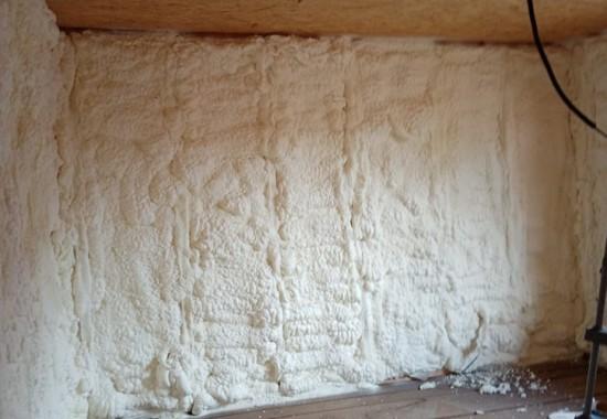 Izolatii cu spuma poliuretanica pentru pereti interiori si exteriori IZOSUN
