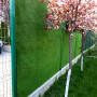 Detaliu amenajare gradina cu gazon artificial