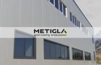 Panouri termoizolante pentru pereti Metigla produce panouri termoizolante de perete, cu miez din vata minerala bazaltica (MW) sau polistiren expandat (EPS).