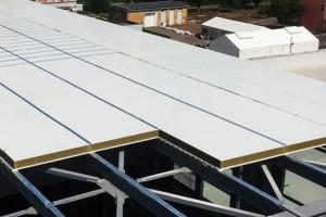 Panouri termoizolante pentru acoperis Panourile termoizolante METIGLA pot fi utilizate la cele mai variate tipuri de constructii: hale, depozite, cladiri industriale, cladiri administrative, hale frigorifice, supermarketuri, sali de sport, hangare.