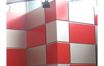 Casete metalice pentru fatade Solutiile de invelitori metalice COILPROFIL sunt concepute astfel incat sa imbine partea funtionala cu partea estetica de care are nevoie o constructie.