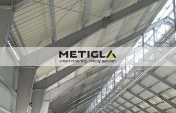 Profile metalice zincate  Profilele zincate sunt utilizate la structuri principale sau secundare, grinzi si plansee intermediare ale constructiilor industriale sau rezidentiale, comerciale, agricole, hale sau depozite.