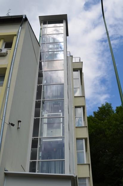 Cladirea in care a fost instalat ascensorul panoramic panoramic Elmas Ascensor panoramic cladire de birouri Brasov