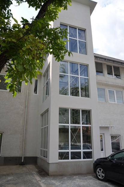 Cladirea in care a fost instalat ascensorul panoramic panoramic Elmas Ascensor panoramic clinica privata Brasov